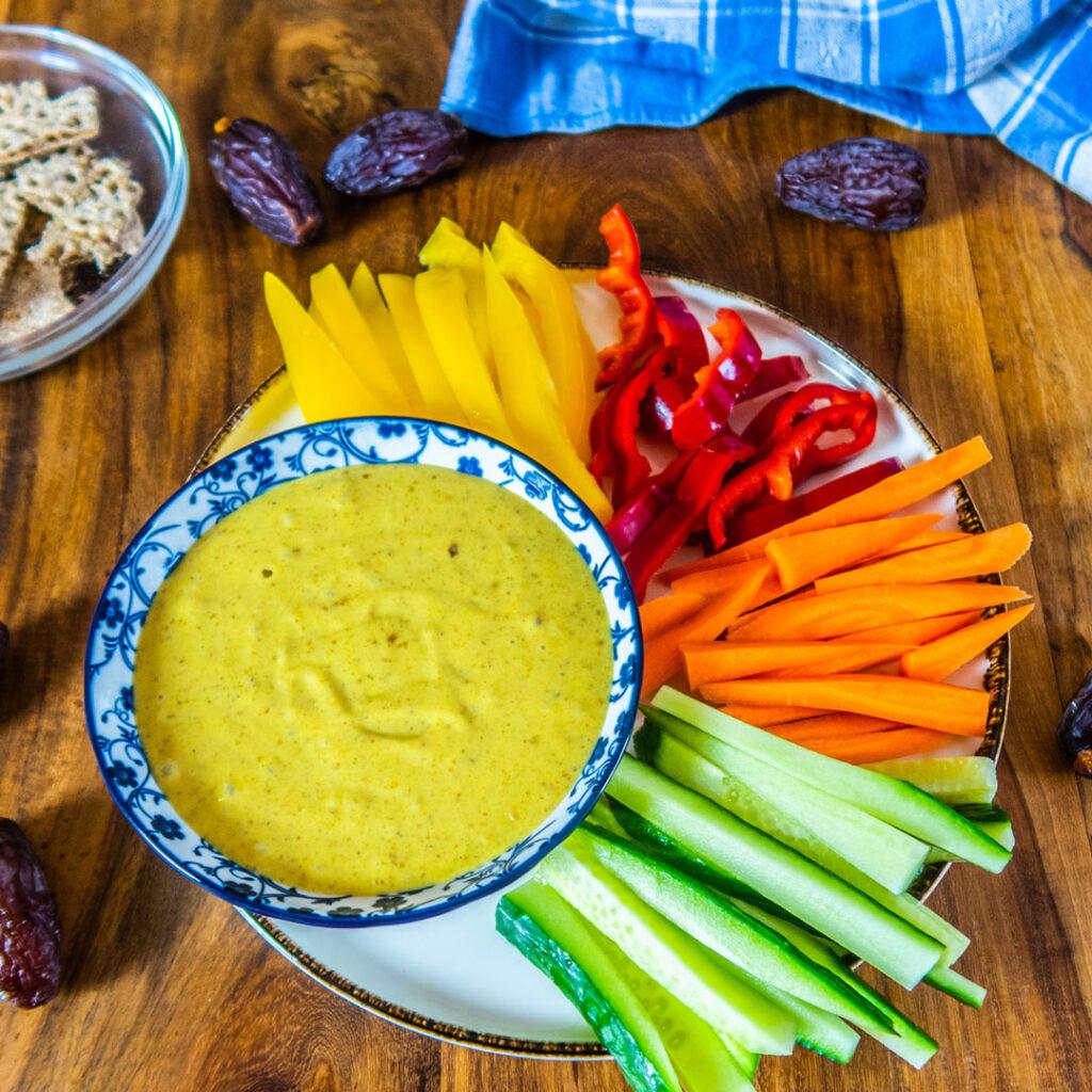 Dattel-Curry-Dip mit Gemüsesticks